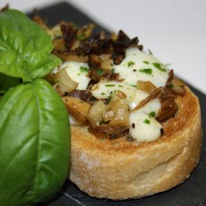 Italienischer Klassiker mit Pilzen und Mozzarella