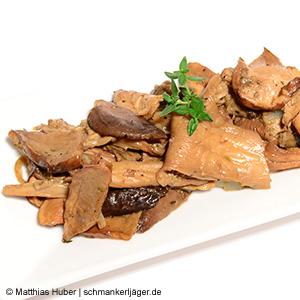 Leckere Pilzpfanne mit gebratenen Steinpilzen, Austernpilzen und Kräuterseitlingen von Pilze Wohlrab.