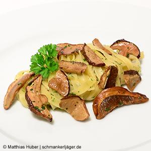 Feine Steinpilze mit Tagliatelle-Pasta und etwas Butter