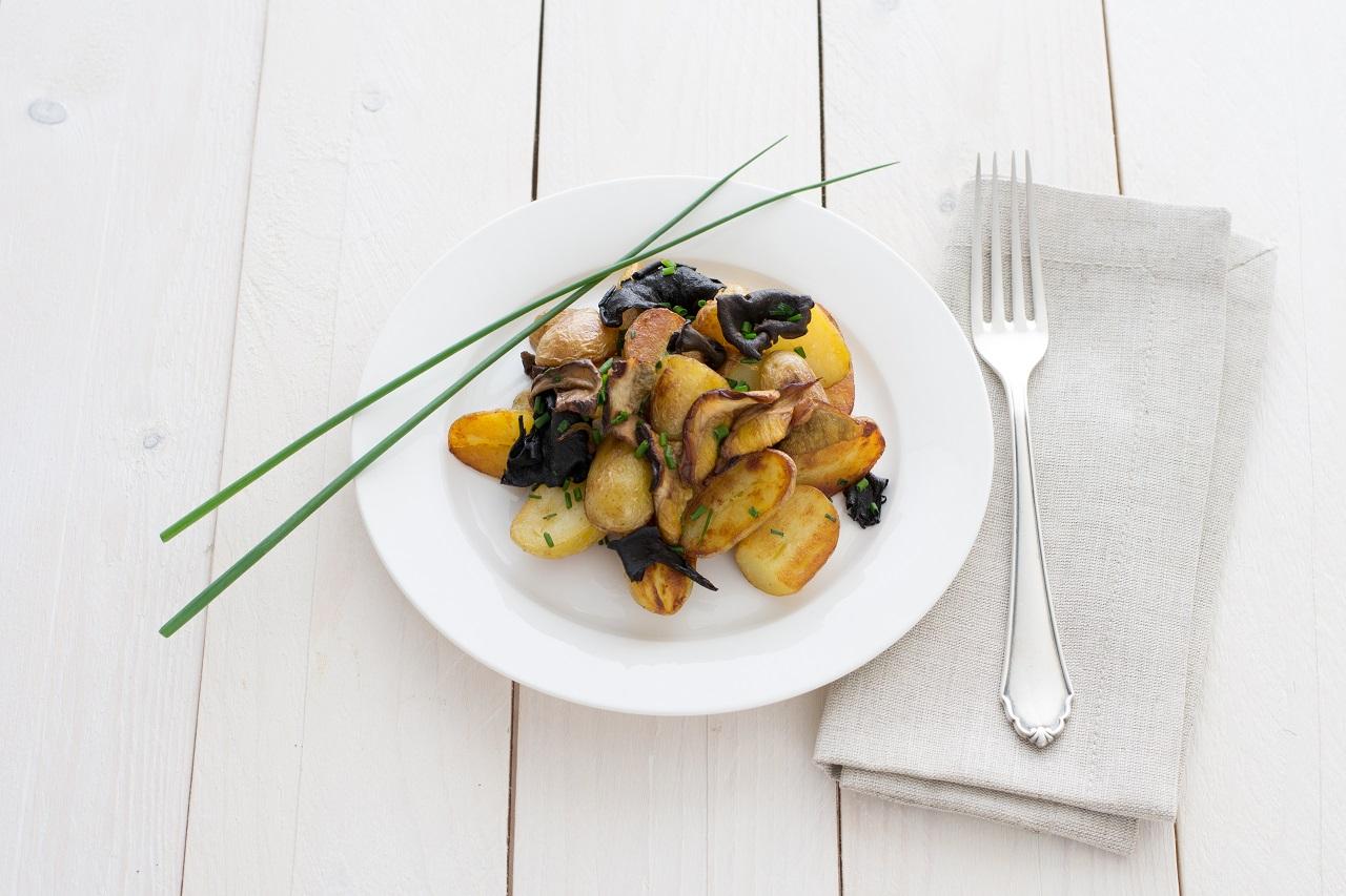 Herzhafte Kartoffel-Waldpilz-Pfanne.