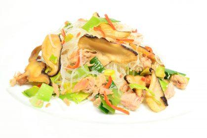 Warmer Glasnudelsalat mit Thunfisch und Shiitake