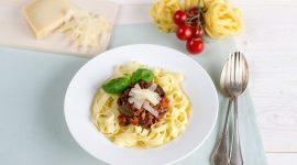 Tagliatelle mit Soja-Bolognese und Butterpilzen